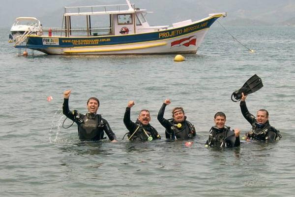 thumb-quem-somos-apresentacao-equipe-de-mergulho-no-mar