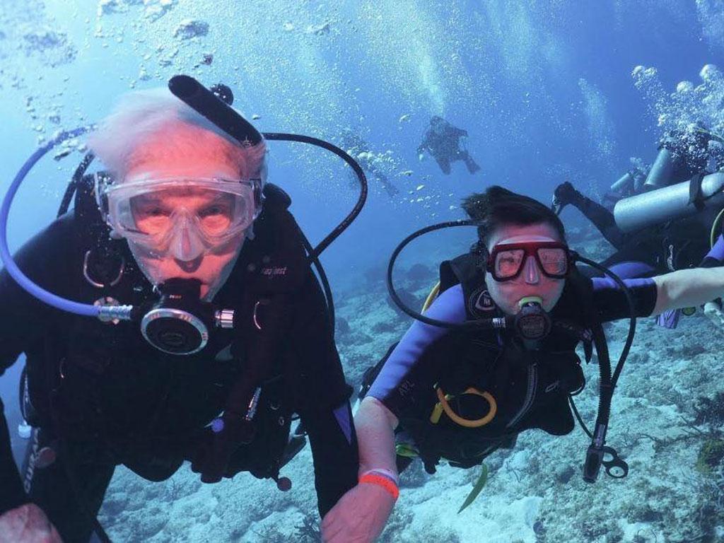 imagem-destacada-conheca-mergulhador-mais-novo-e-o-mais-idoso-do-mundo