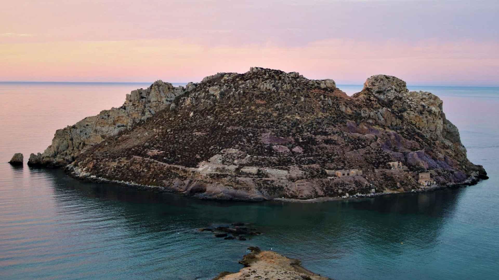 imagem-destacada-a-ilha-espanhola-que-foi-preservada-por-um-jovem-escoces