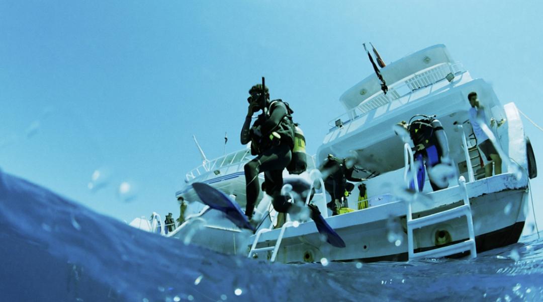 imagem-destacada-por-que-mergulhar-utilizando-o-barco-de-um-amigo-pode-nao-ser-uma-boa-ideia